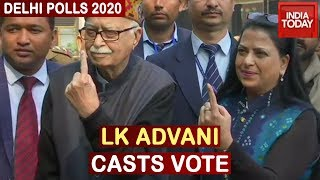 Delhi Polls 2020: LK Advani Along With Daughter Casts Vote At Polling Booth On Aurangzeb Lane