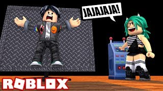 MY GIRLFRIEND TORTURES ME in ROBLOX😨😱