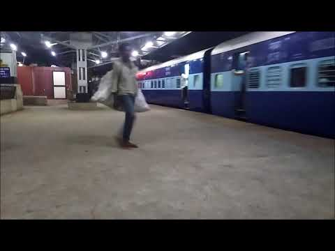 NIGHT DEPARTING FROM PUNE| 22151 PUNE KAZIPET SF EXP |INDIAN RAILWAY