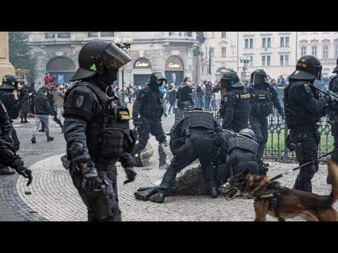 Chuligáni na Staroměstském náměstí v Praze - 18.10. 2020 from YouTube · Duration:  5 minutes 35 seconds