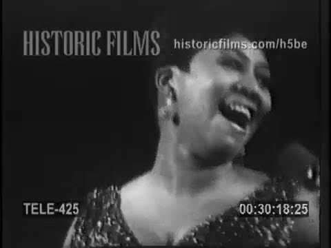 ARETHA FRANKLIN SINGS