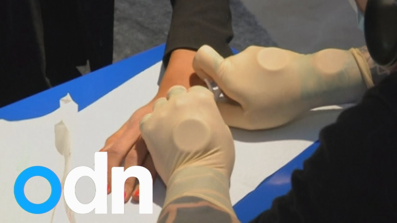 Swedish office implants microchips in employees 39 hands - Nuancier tollens en ligne ...