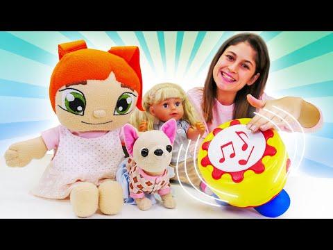 Oyuncak bebek videosu. Ayşe Gül ve Lili ile sesli davulla oynuyor! Bebek bakma oyunları