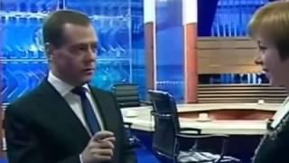 Dmitri Medwedew über Aliens und die Doku(!) Leute in Schwarz (люди в черном)