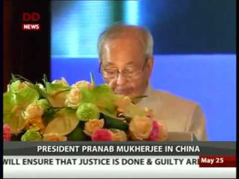 President Pranab Mukherjee meets  Governor of Guangdong Zhu Xiaodam in China