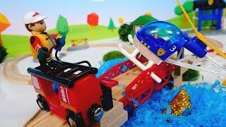 Детский мультик с игрушками - Спасаем вертолёт – Поезда Брио.