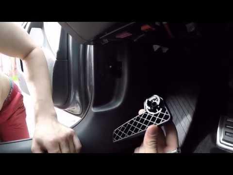 Как снять ручку открывания капота и добраться до проводки Шкода Октавия А7