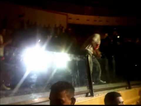 Lotfi Double Kanon chante houkouma & yal Kavi LIVE 21 mai 2011 manzeh