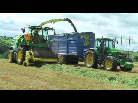Silage 2017 - Ml O'Keeffe with new John Deere 8800