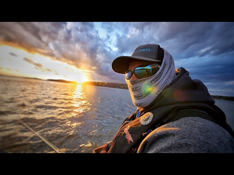 In Search Of 125k Of Bass On Guntersville - FLW Tour 2017 Practice 1-3