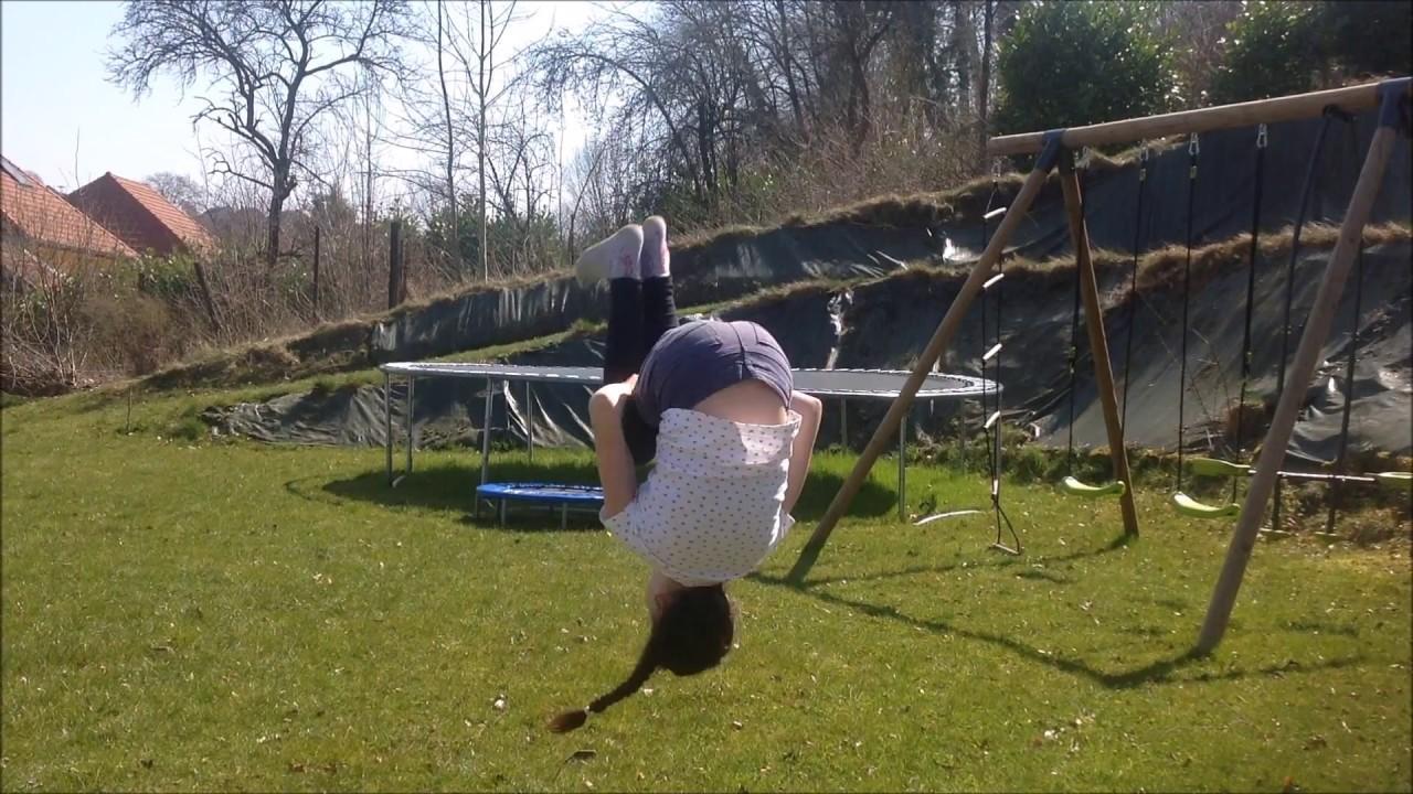 Mon 1er salto dans le jardin c lia 10 ans youtube - Je campe dans mon jardin ...