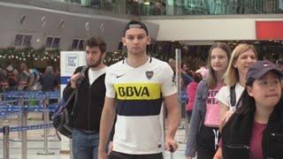 Aficionados de River y Boca abordan últimos vuelos para llegar a la final en Madrid