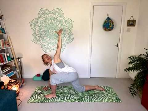 wake up yoga  a gentle sequence to start your day  youtube