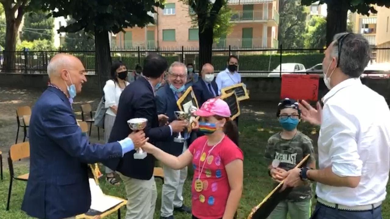 Grugliasco, i bambini dei centri estivi ringraziano con coppe e medaglie i medici dell'Asl To3