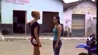 Brutal Girls Fight !