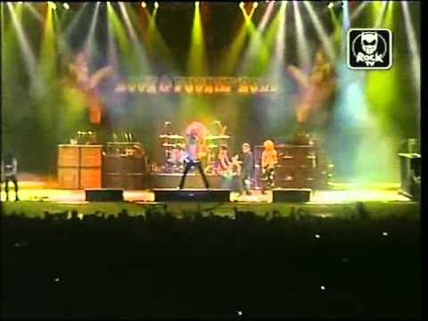 Velvet Revolver feat. Izzy Stradlin in Bologna 2004 – It's So Easy (GNR)