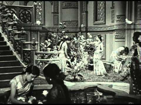 Vedhala Ulagam - Solai Azhakinil Maalai Vasandhamae Song