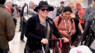KELLY CLARKSON & BABY RIVER ROSE ARRIVE IN AUSTRALIA!