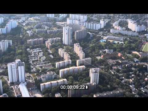 Wohnsiedlungen mit Neubau- Hochhauswohngebäuden der Gropiusstadt in Berlin