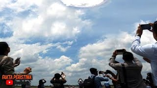 Kerumunan Orang Ketakutan! Terekam Jelas!! Tiba-tiba Di Langit Muncul Fenomena Tanda Kiamat!