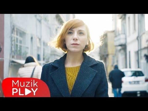 Burcu Tatlıses - Bir Sana Bir De Bana (Official Video)