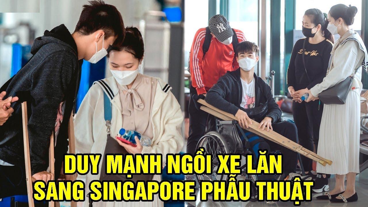 Vợ Cầu Thủ Duy Mạnh Bật Kho'c Khi Chồng Phải Ngồi Xe Lăn Để Sang Singapore Phẫu Thuật
