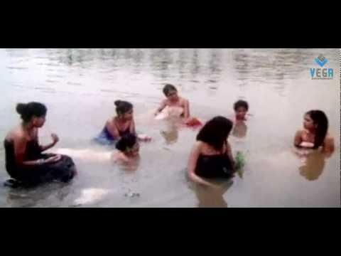 Thunaiyeruppal Bannari Movie : Bathing at River