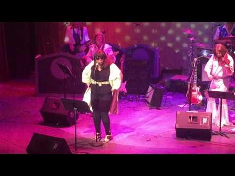 Charmaigne Scott pays tribute to Gloria Gaynor