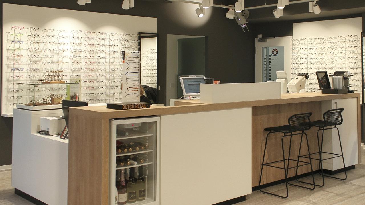 Waller Optik Hofheim (DE): Ladeneinrichtung Augenoptik