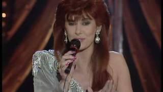 Linda Martin sings