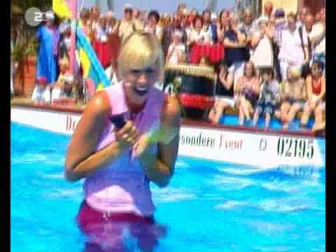 Andrea Kiewel 7-9-2003 zdf fernsehgarten oops nipslip nippleslip wet thumbnail