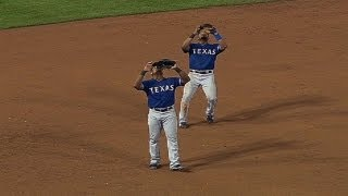 Beltre fakes out Andrus on infield pop