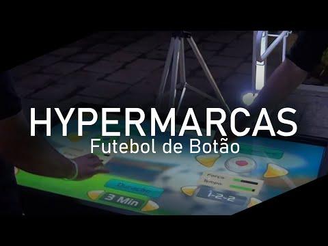 mesa interativa da Ubergeek com futebol de botão