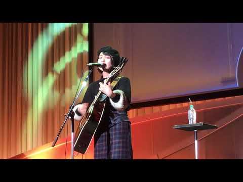 日本財団ソーシャルイノベーションフォーラムで新山詩織さんが「愛は勝つ」を熱唱!