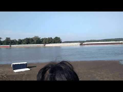 2015 Mississippi barge goes by with documentary crew from edible planet