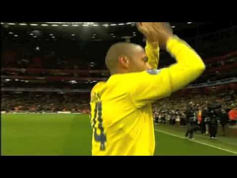 Thierry Henry standing ovation at the Emirates Stadium