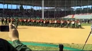 militares bailando el mariachi loco