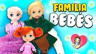 💜 ¡Las bebés Rapunzel, Elsa y Anna juegan a PAPÁS y MAMÁS! ► 🌙 Novelas con muñecas y juguetes