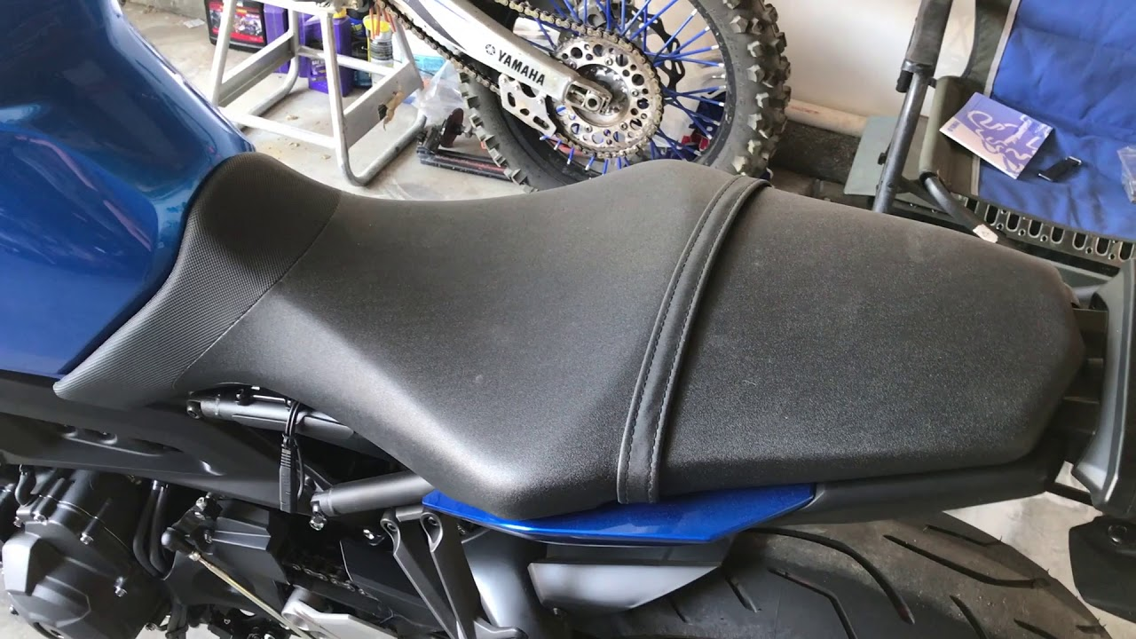 How to remove Fz09 seat