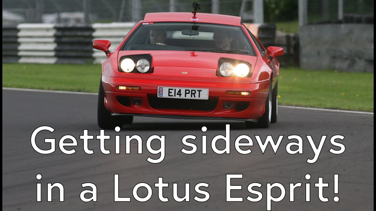 lotus esprit a little bit sideways on track - castle combe 2017