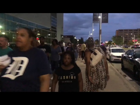 #RolandMartinUnfiltered: People from around the world in Detroit to say bye to #ArethaFranklin