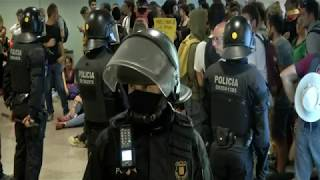 Pro-independence protesters try to block access to Barcelona's airport    SPAIN