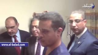 بالفيديو والصور.. وزير الصحة يجري جراحة لأحد العاملين خلال تفقده لمستشفى شرم الشيخ