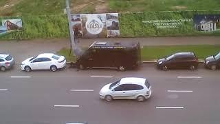 Минск. Стихийный автовокзал. Ремонт авто на болоте