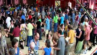 Travelling through the lines at Pigtown Fling - Cincinnati      .wmv