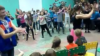 """Танец под песню """"Улыбайся"""""""