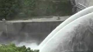 温井ダム・迫力の放流 thumbnail
