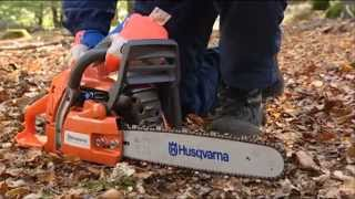 How to work with a chainsaw