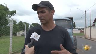 Moradores reclamam de veículos abandonados na cidade