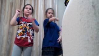 Мы танцуем под песни кукутиков!
